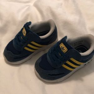 Navy and Yellow Suede Adidas Sz 5 Walkers